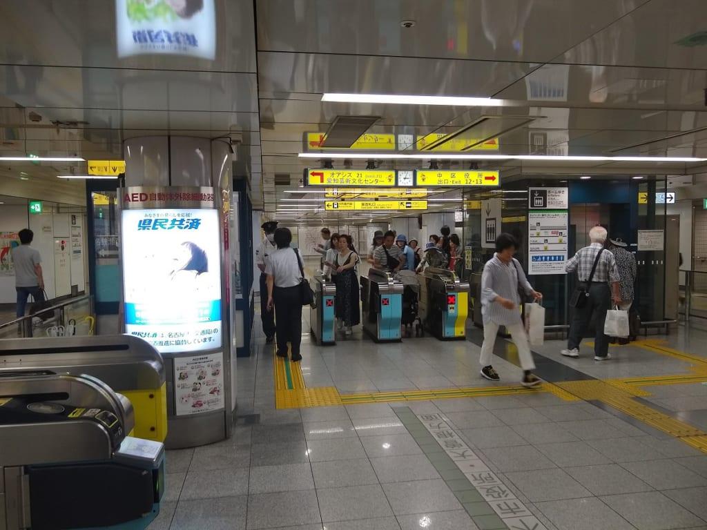 栄駅の東改札口