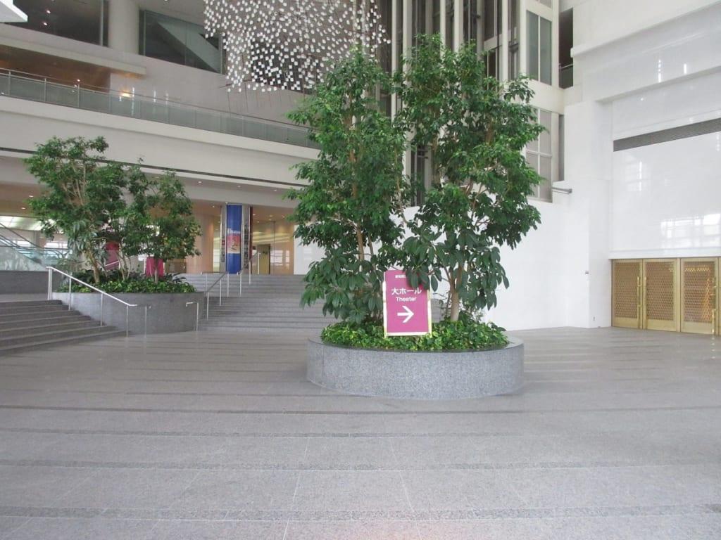 愛知芸術文化センターの大ホール前