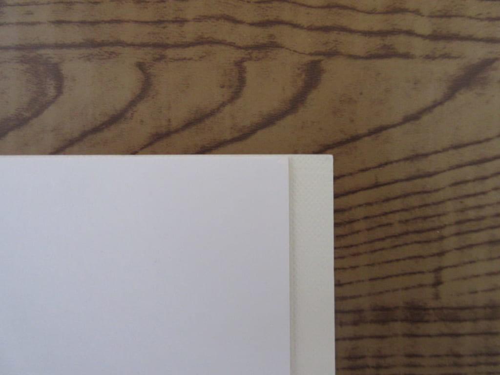 2種類の画用紙の大きさ比較
