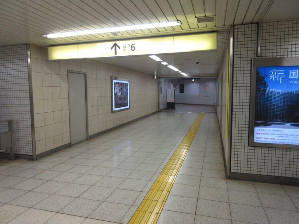 乃木坂駅 6番出口