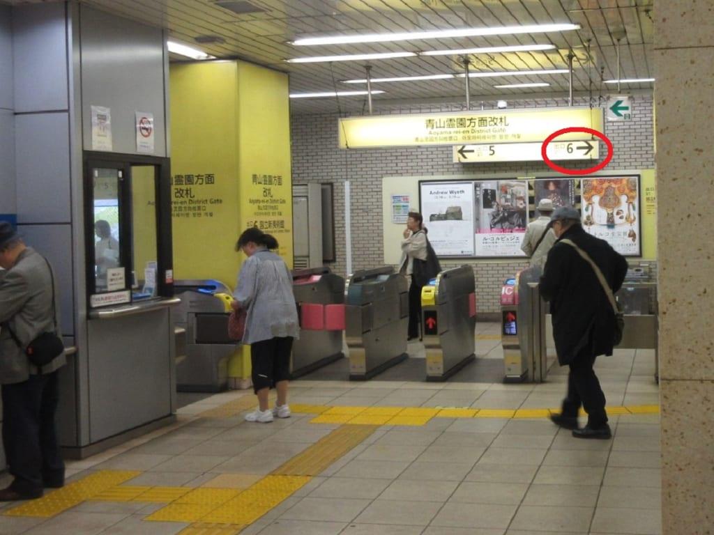 乃木坂駅 青山霊園方面 改札