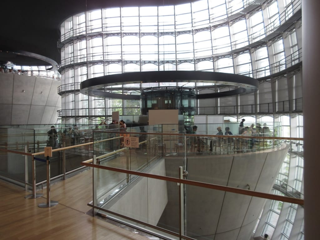 国立新美術館2階カフェ