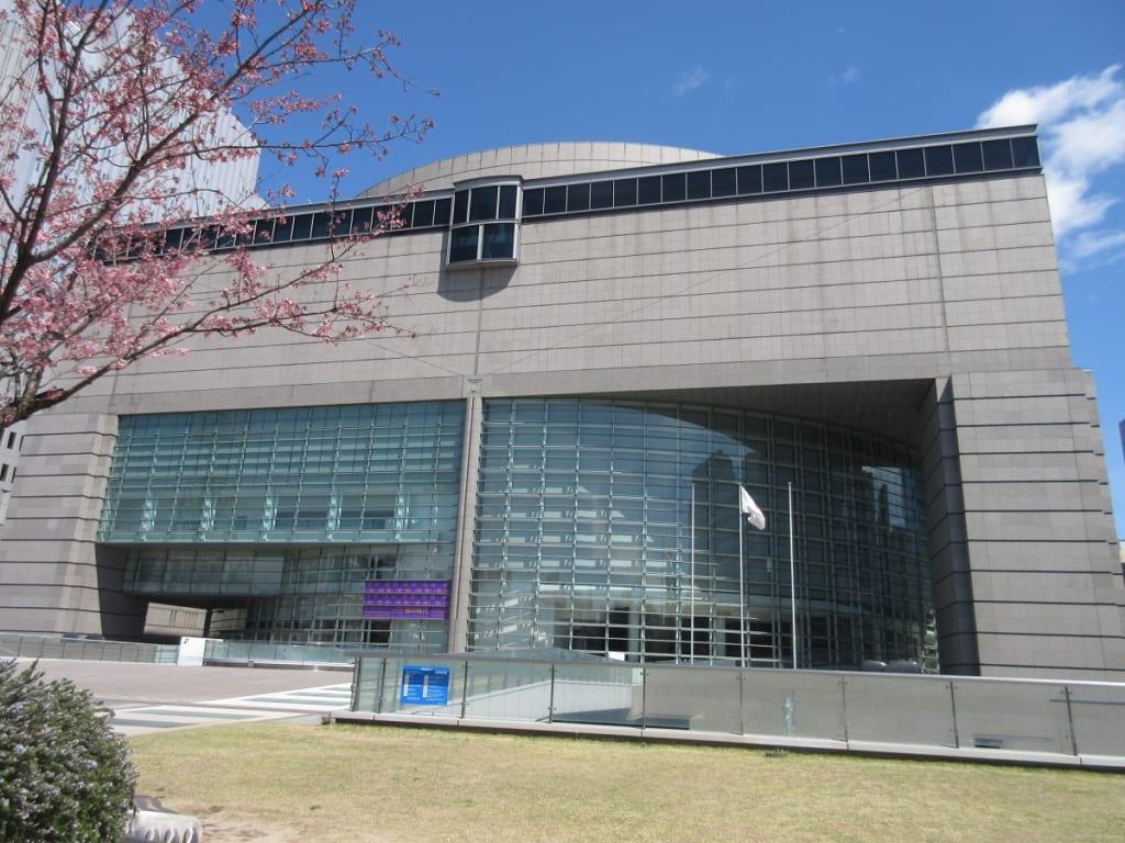 愛知県美術館の外観