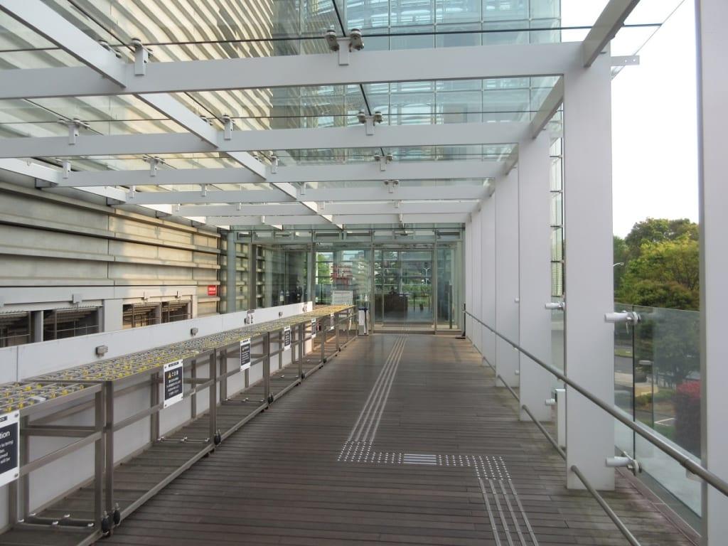 国立新美術館の乃木坂入口